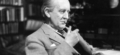 J R R Tolkien nel 1956