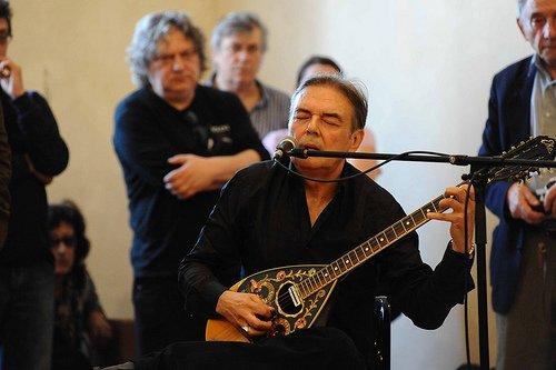 Mauro Pagani canta per Stefano Tassinari