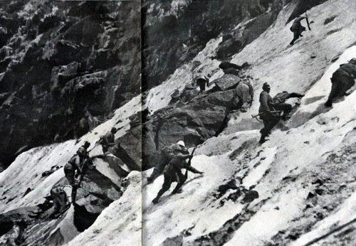 Alpini all'attacco del Passo Paradiso