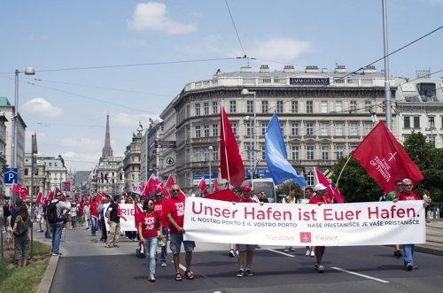 """""""Il nostro porto è il vostro porto"""". Manifestazione di indipendentisti triestini a Vienna, 22 giugno 2013"""