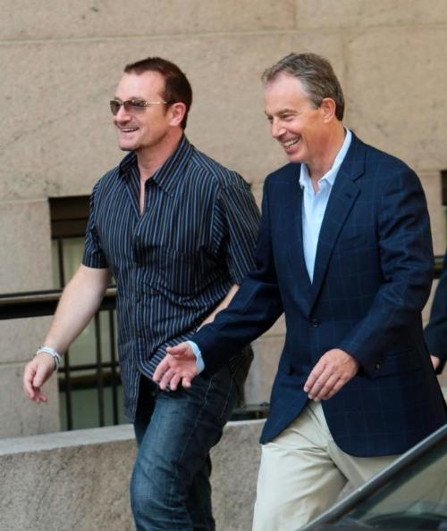 Uomini di pace. Bono e Tony Blair nel 2008.