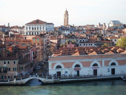 SaLE Docks, Zattere, Venezia - prima tappa del Révolution touR