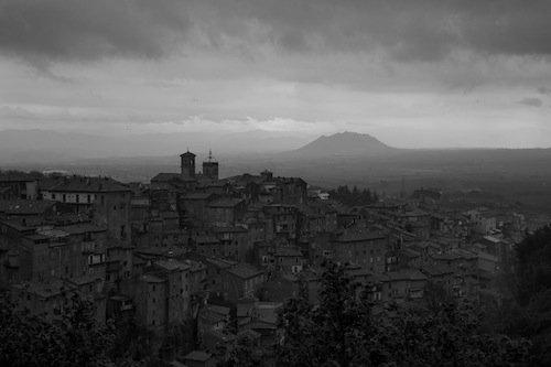 Il Monte Soratte da Caprarola.  Foto E. Moroni