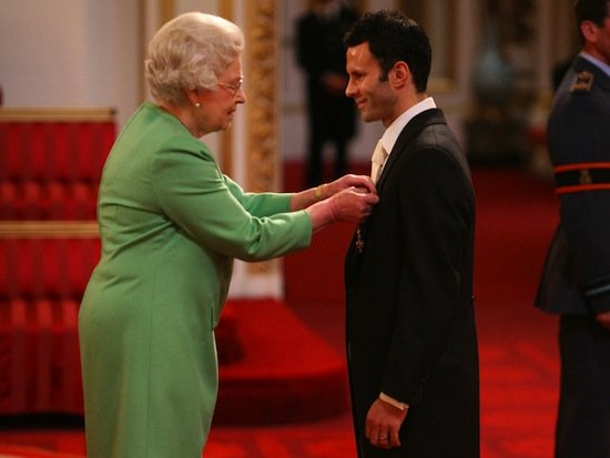 ryan-giggs-collects-obe_2007