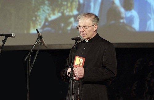 Monsignor Mauro Inzoli, già presidente del Banco Alimentare (dal 1997 al 2012) e vicepresidente della Compagnia delle Opere.