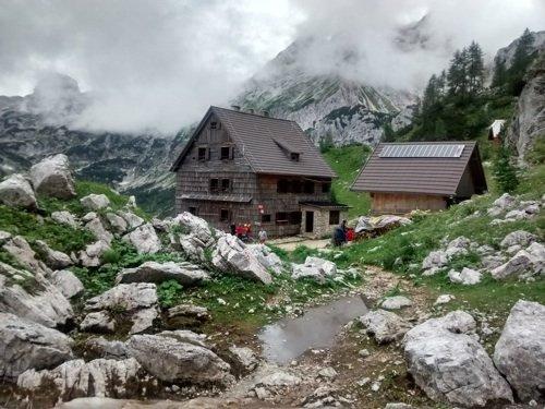 Il rifugio Vodnikov Dom. Foto di Diserzione.