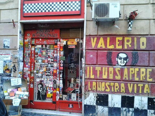 La libreria Rebel Storie fondata da Valerio in via dei Volsci 41, S. Lorenzo, Roma.