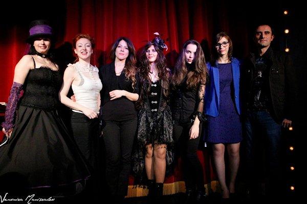 Da sinistra: Nella Zorà, Eleonora Frida Mino, Manuela Grippi, Lilyth (Laura Luchino), Gaia Elisa Rossi, Fantasy (Silvia Agnello) e Mariano Tomatis. Fotografia di Veronica Maniscalco.