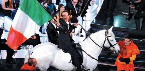 Benigni sul cavallo bianco
