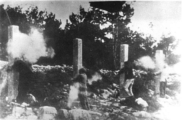 Fucilazione del segretario del Partito comunista croato Rade Končar e di altri antifascisti, il 22 maggio 1942 a Sebenico, in seguito alla condanna a morte emessa dal Tribunale Speciale del Governatorato di Dalmazia.