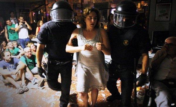 Ada Colau durante una delle proteste con la PAH