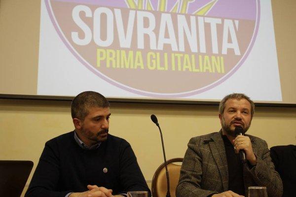 Simone Di Stefano e l'economista no-euro Claudio Borghi, responsabile delle politiche economiche della Lega di Salvini e candidato governatore alle elezioni regionali in Toscana.