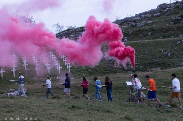 «The Burning Cemetery», la performance ideata e realizzata da Alberto Peruffo con cui si apre Cent'anni a Nordest. Clicca per vedere tutte le foto e leggere un resoconto dettagliato della giornata.