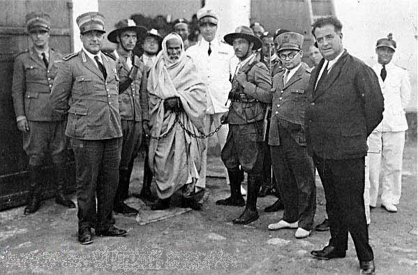 Omar al-Mukhtar in catene tra i panzoni del regime, Bengasi, 1931