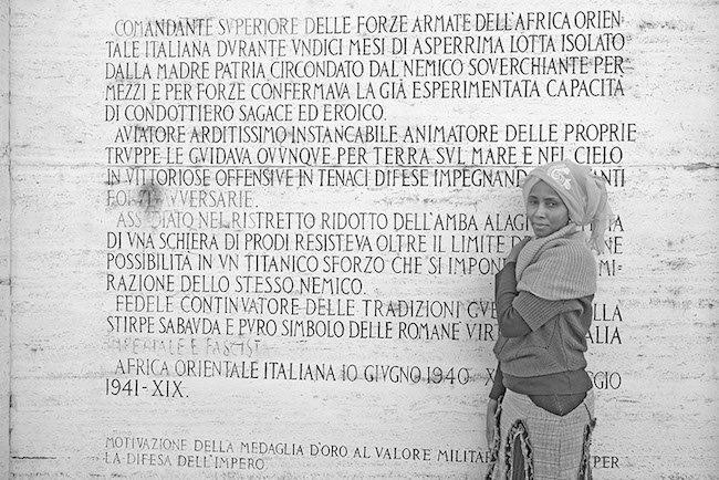 Roma, 29 novembre 2013. Safia Omar Mamoud , Safia Omar Mamoud migrante somala, fotografata sul Ponte Amedeo D'Aosta a Roma. Fotografia di Rino Bianchi.