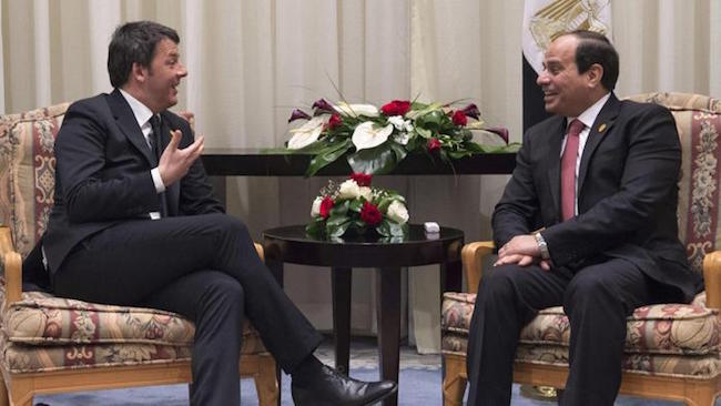 Sorrisoni tra Renzi e al-Sisi