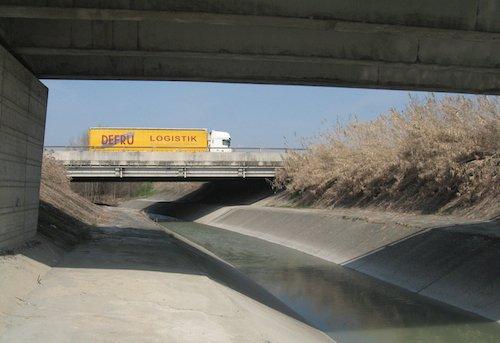 Il torrente Lavino sotto l'Autosole