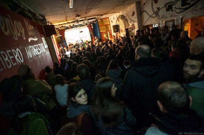Bologna, 26 febbraio 2016. Il reading/concerto Razza partigiana al centro sociale Vag61, nell'ambito del ciclo di serate «Resistenze in Cirenaica».