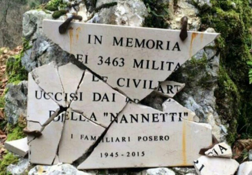 Lapide che diffamava la divisione partigiana Nino Nannetti