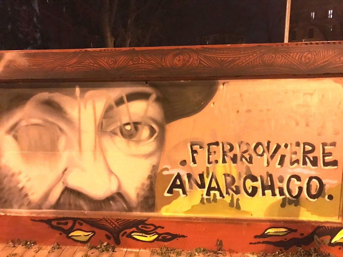 Il murale dedicato a Lorenzo Giusti dopo l'imbrattamento