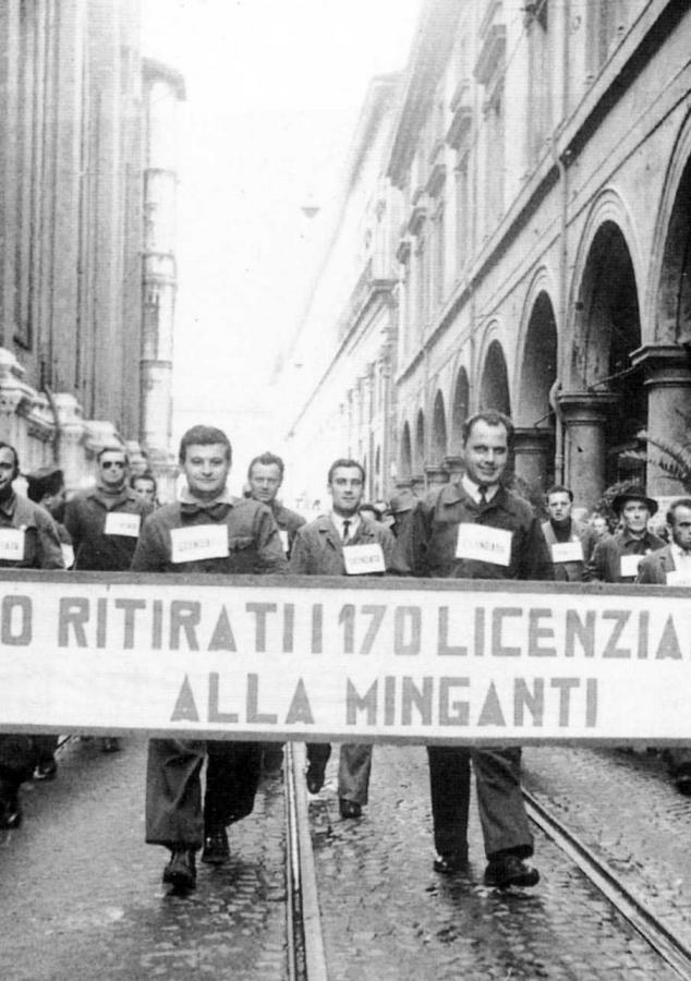 Bologna, via dell'Archiginnasio, spezzone dei licenziati delle Minganti al corteo del Primo Maggio 1954.