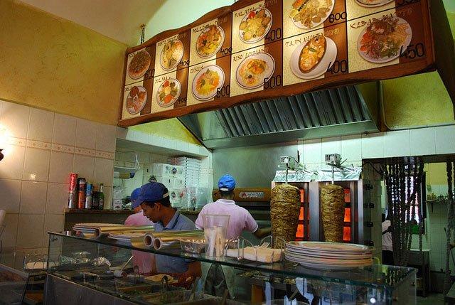 È importante frequentare i kebabbari, soprattutto di sera