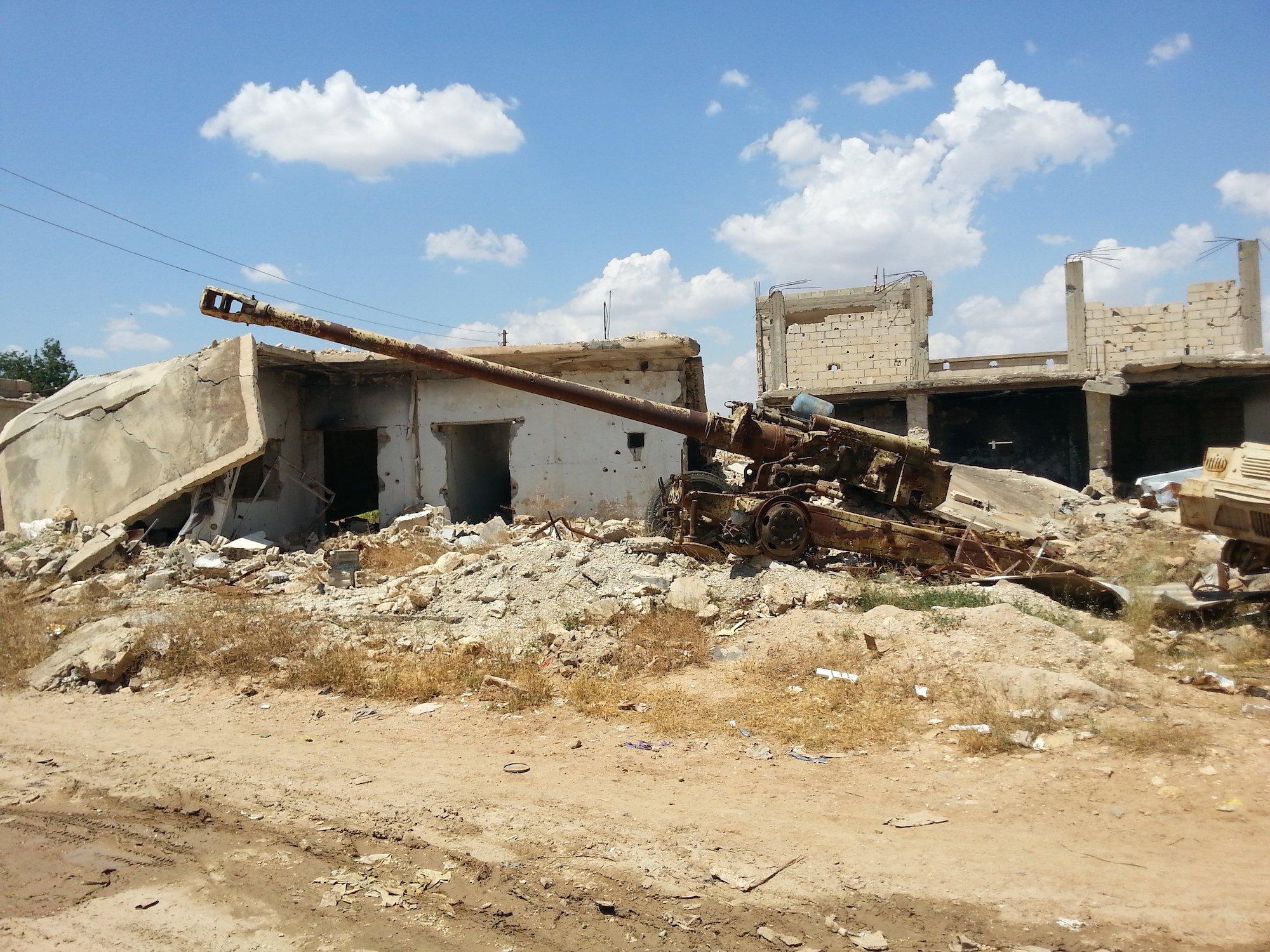 L'ultima zona della citta rimasta in mano a YPG e YPJ durante la battaglia del 2015 è diventata un «museo a cielo aperto»: viene conservata com'era il giorno della riconquista, mentre il resto della città è stato ricostruito.