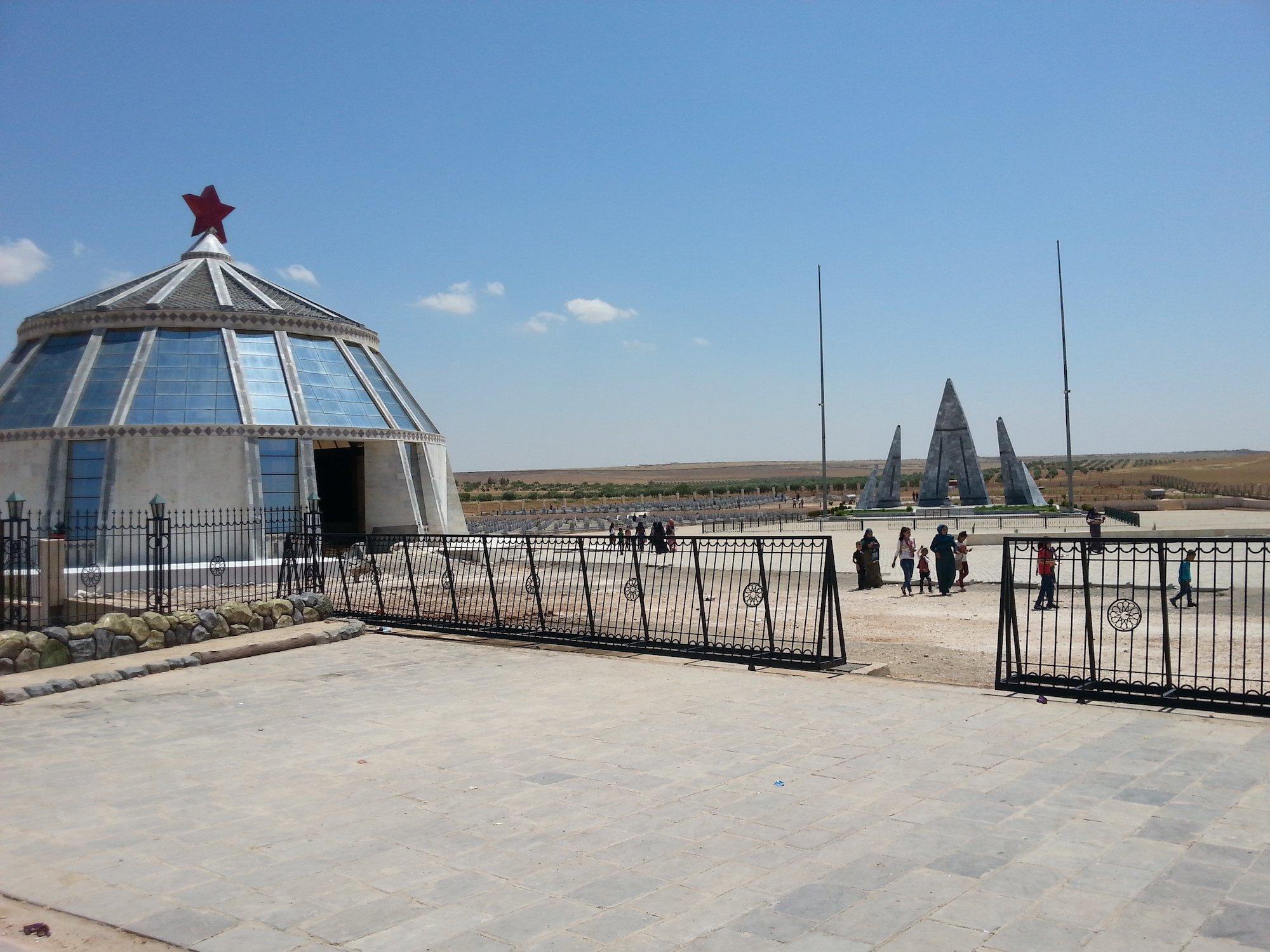 Il cimitero di Kobane