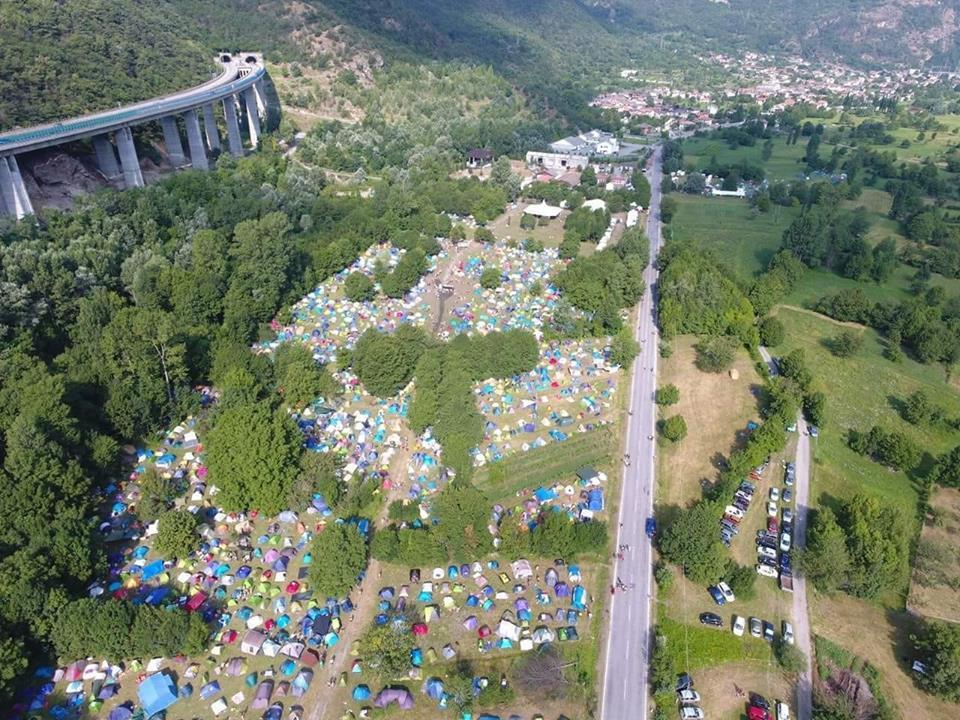 Venaus, ultimo weekend di luglio 2018: il festival Alta Felicità, le tende viste dall'alto.