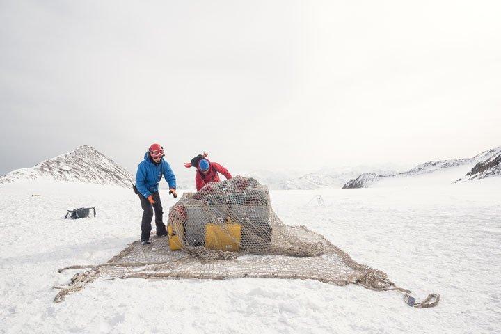 Spedizione di Italian Limes sul ghiacciaio del Similaun, quota 3330, 2 aprile 2016. Foto: Studio Folder.
