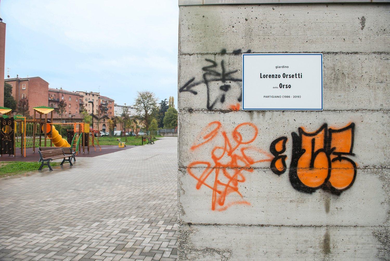 Da oggi nel rione Cirenaica di Bologna c'è il giardino Lorenzo Orsetti.