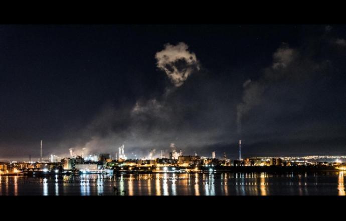 Teschio di fumo a Taranto