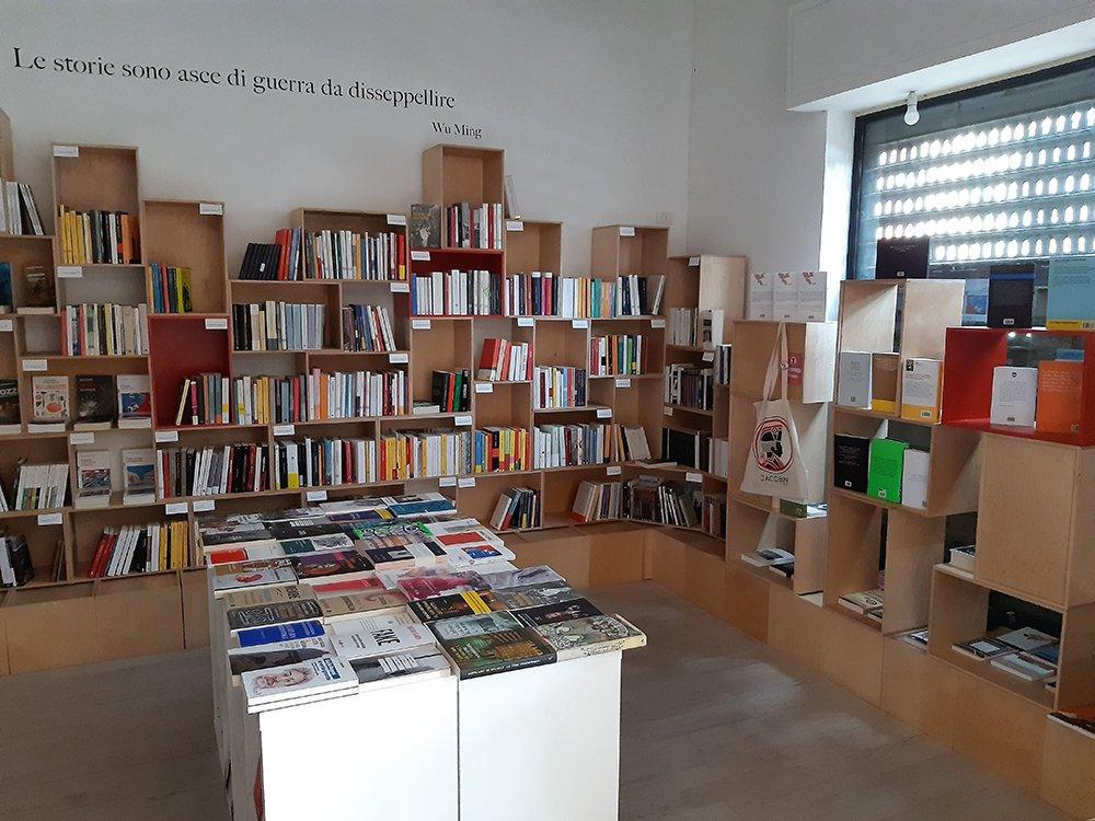 Partecipiamo al crowdfunding per la libreria e casa editrice Alegre, dopo il grave furto subito la notte tra il 10 e l'11 settembre scorsi.