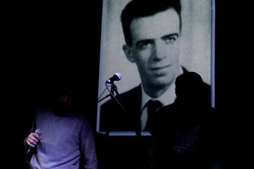 Peter Kolosimo sul palco con il Wu Ming Contingent, centro sociale Strike, Roma, 13 febbraio 2014. Foto: D. De Gregorio.