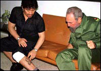 Diego Maradona shows Fidel his Fidel tatoo on the leg